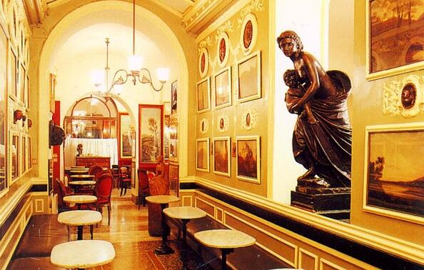 Historic Rome cafe